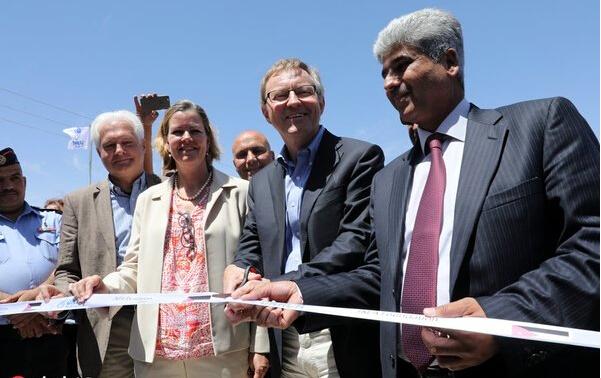 全球首个太阳能发电难民营落户约旦.jpg