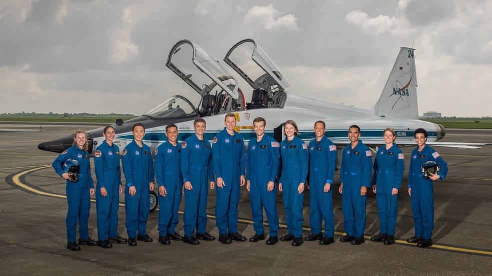 NASA新选拔出12名宇航员.jpg