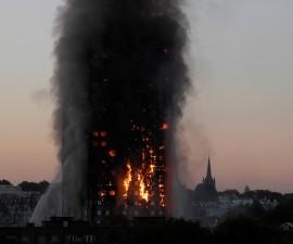伦敦公寓大火已造成严重伤亡