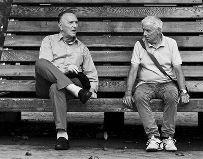 研究表明 随着年龄增长 老友重要性超过家人!