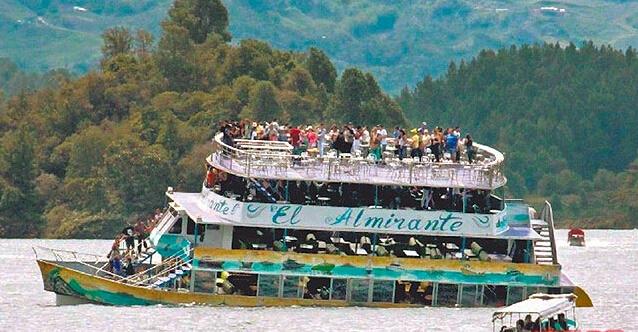 哥伦比亚游船倾覆.jpg