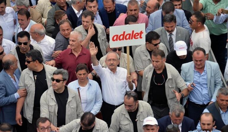 土耳其反对党举行大规模游行示威.jpg