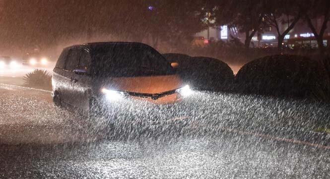 极端暴雨.jpg