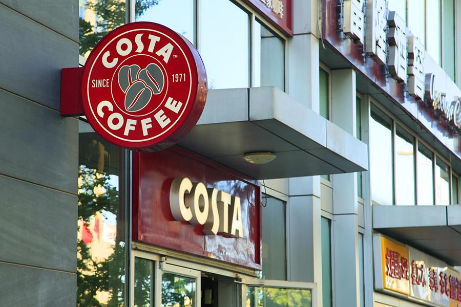 顾客想帮流浪汉买吃的,却被Costa咖啡阻止.jpg