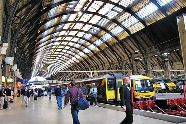 伦敦穿城铁路2.jpg