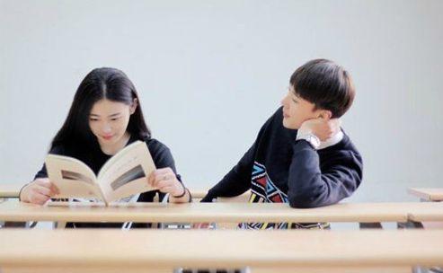 调查显示 年轻人认为大学是谈恋爱的最好时光