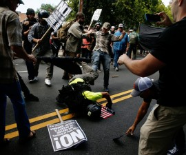 夏洛茨维尔市市长就暴力周末谴责了特朗普