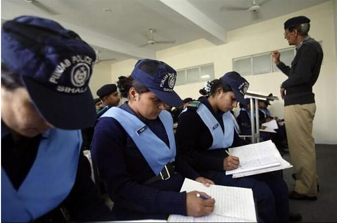 巴基斯坦首位女警察局长.jpg