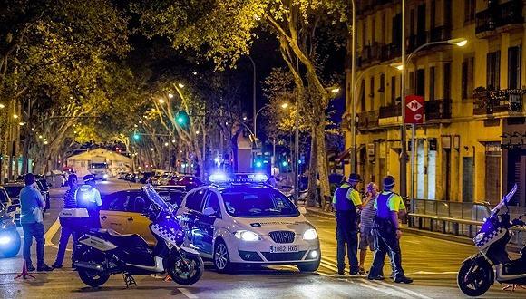 巴塞罗那汽车恐袭致14人死亡.jpeg