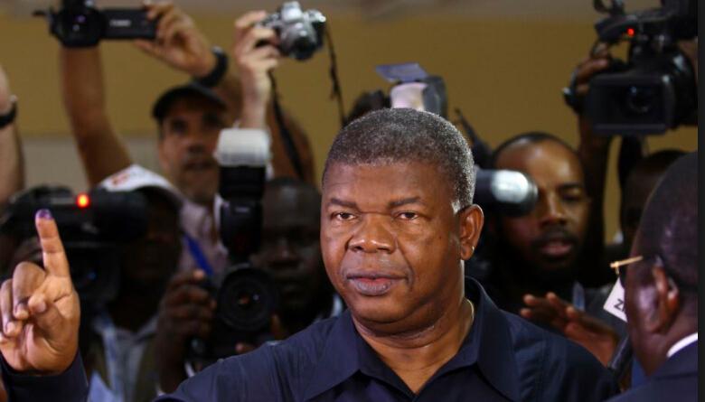 安哥拉新总统上任.jpg