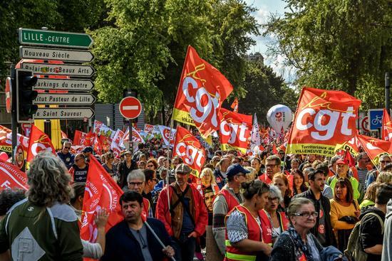 法国爆发反劳动法改革游行.jpg