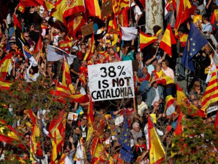 成千上万的加泰罗尼亚人反对脱离西班牙