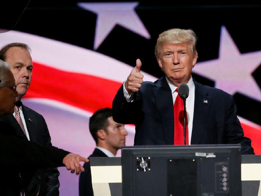 特朗普称希拉里应该成为有关俄罗斯调查的焦点