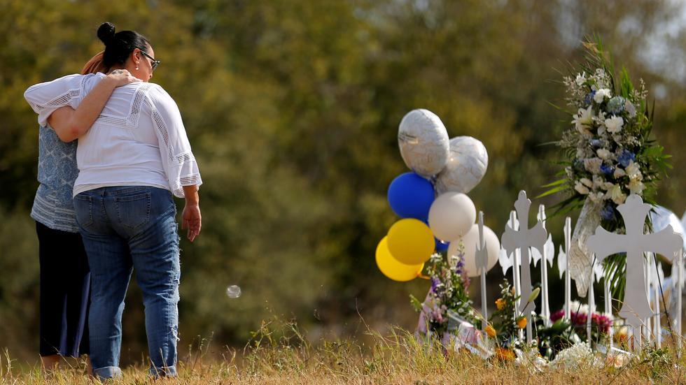 缅怀德州教堂枪击案的遇难者