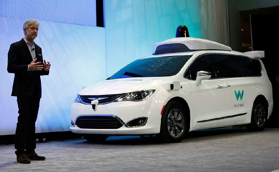 首款真正的无人驾驶汽车上路行驶.jpg