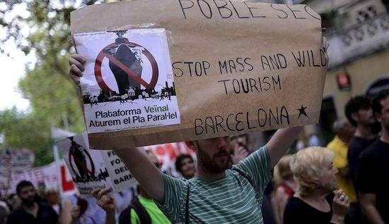 游客成灾 欧洲城市叫苦不迭.jpg