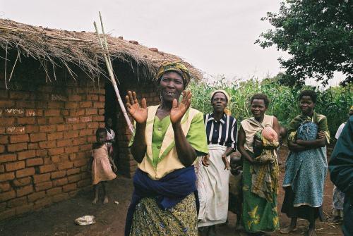 马拉维女性抗议早婚:让女孩上学.jpg