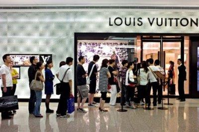 中国人买下全球1/3奢侈品 已成为消费的主要群体