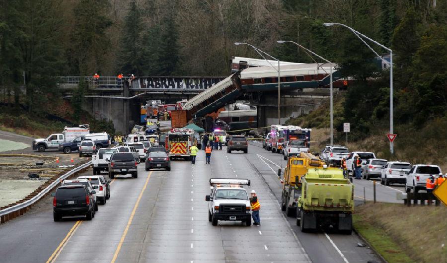 美国华盛顿州列车脱轨 6人死亡多人受伤