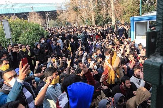 伊朗持续爆发大规模抗议活动.jpg
