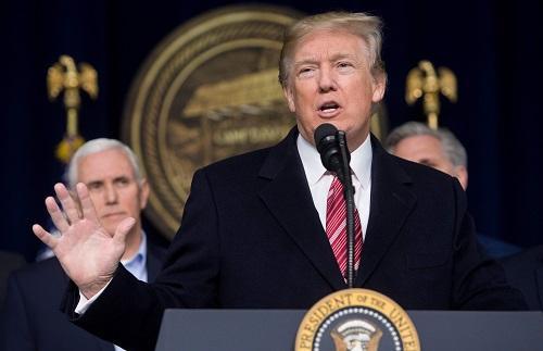 美国总统特朗普6日在戴维营发表讲话.jpg