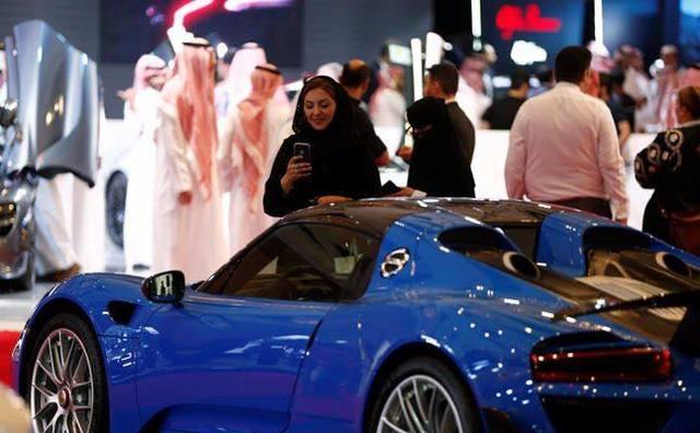 沙特首次为女性举办车展.JPEG