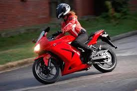 学习骑摩托车