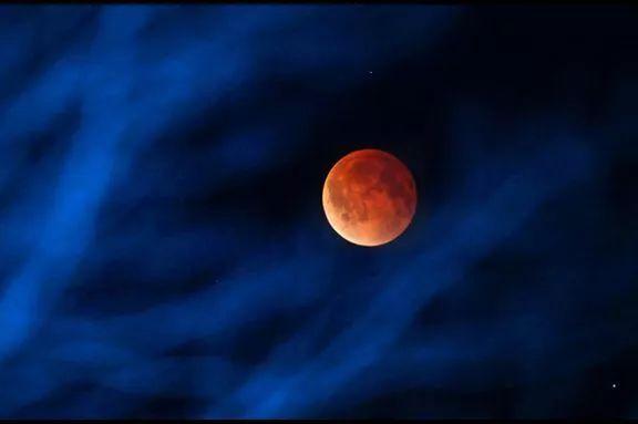 150年一遇的超级蓝血月就在今晚