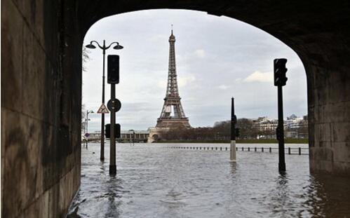 法国巴黎洪水泛滥.jpg
