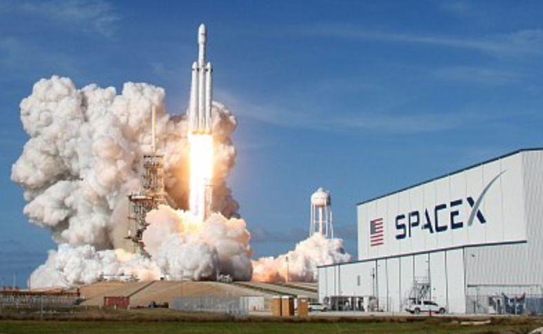 """SpaceX成功发射""""最强火箭"""".jpeg"""