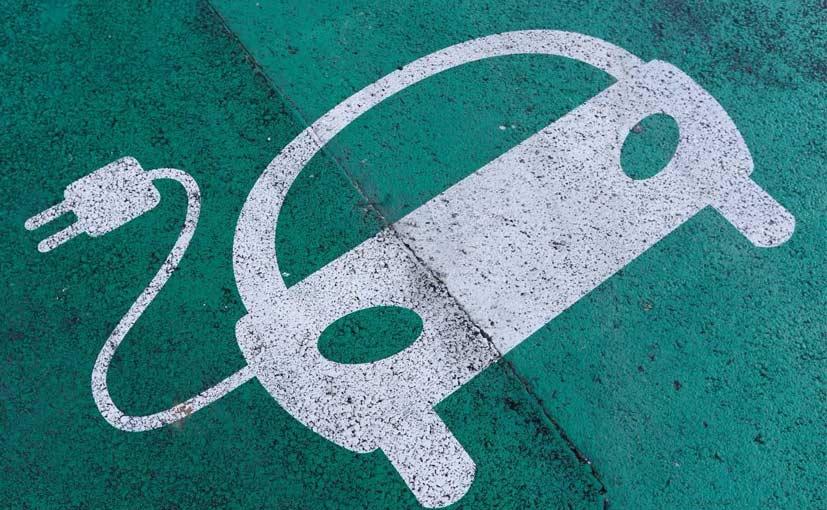 全球汽车厂商投资电动汽车达900亿美元
