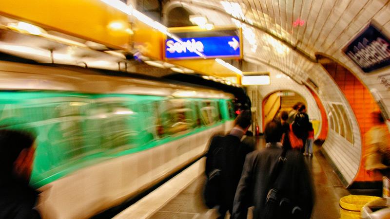 被巴黎地铁罚款的孕妇
