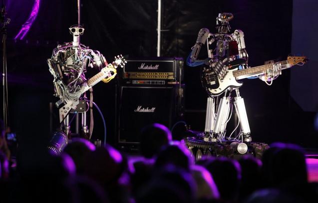 机器人组乐队 敲鼓弹琴样样行.png