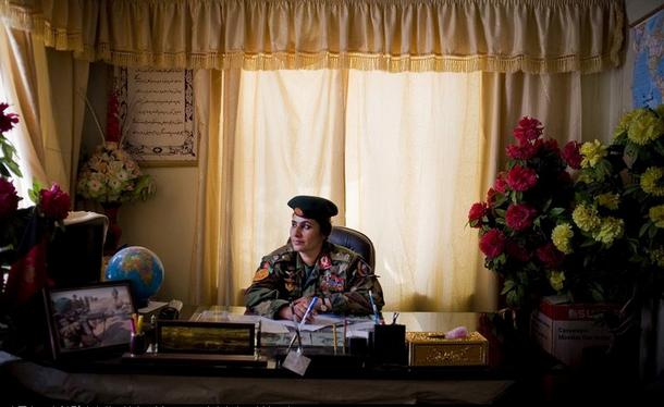 阿富汗首位女将军呼吁女性参军.png
