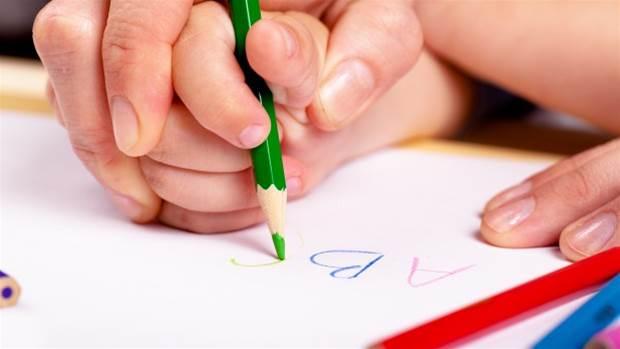 科技弱化儿童握住铅笔的能力