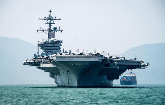 美军航母时隔40年后首访越南.jpg