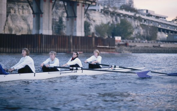 女性桨手.jpg