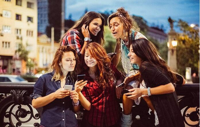 智能手机使用成瘾易引发孤独和抑郁.jpg