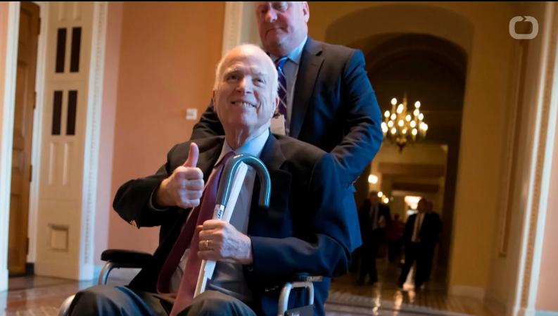 美国官员嘲笑患癌参议员麦凯恩.png