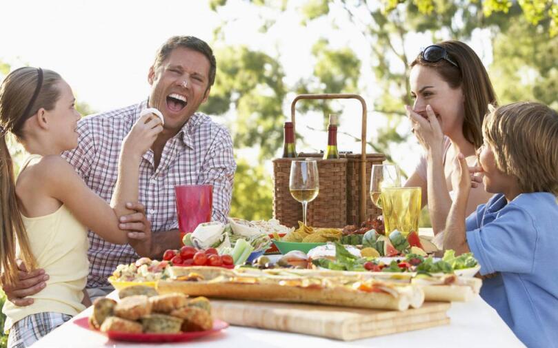 独自用餐不利于身体健康.jpg