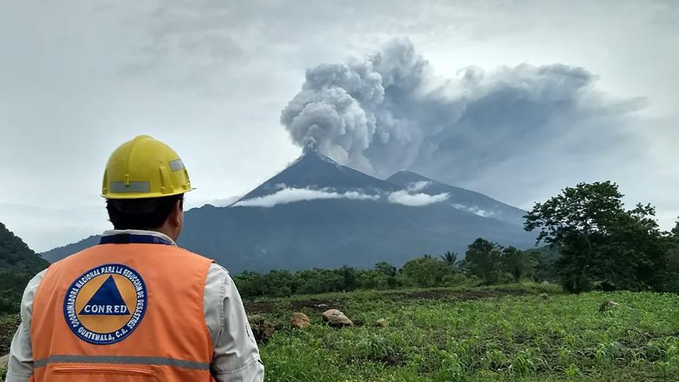 危地马拉火山爆发 数十人死亡