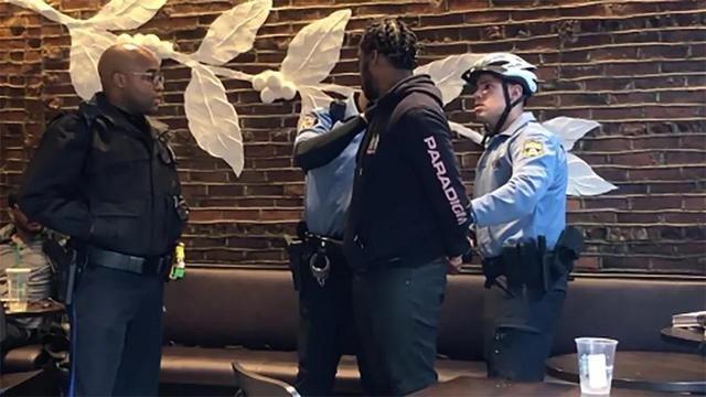 两位非裔男子在星巴克莫名被逮捕