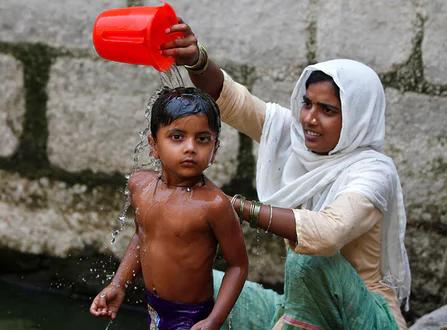 印度气温逼近50摄氏度 今年已有11人死于酷热天气
