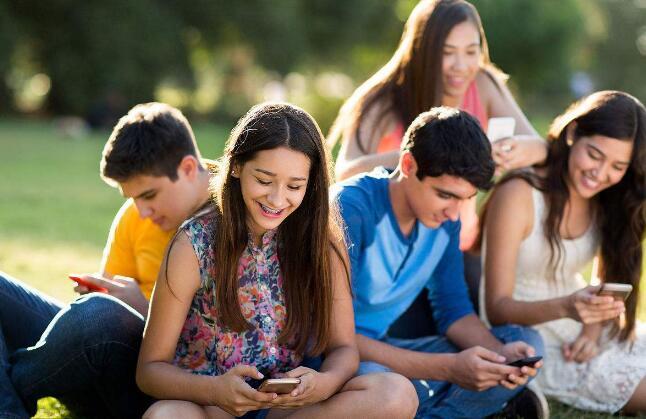美国青少年:Facebook不再是主流.jpg