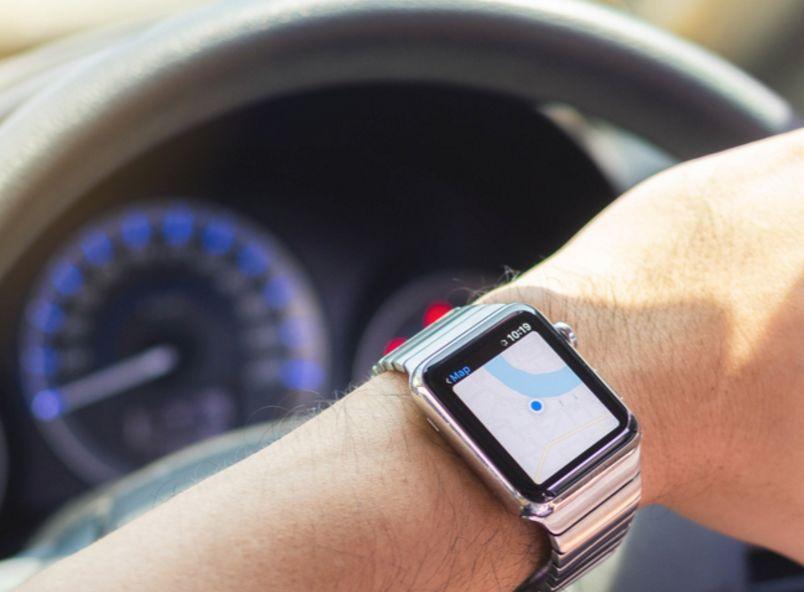 开车等红灯时看了一下苹果手表 加拿大女大学生被罚2千