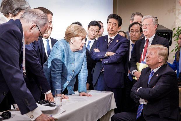 德国总理默克尔的团队在推特上发布了一张在G7峰会第二天拍摄的照片.jpeg