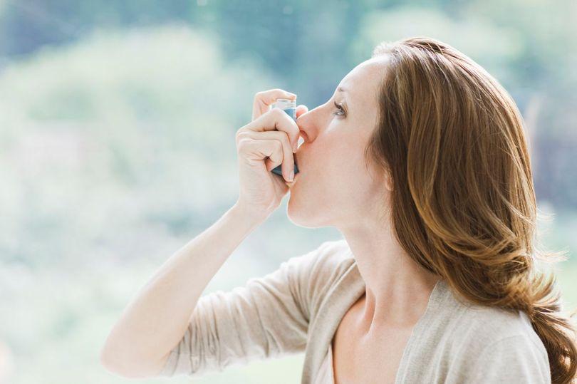 如果某人哮喘发作,你应该做这些事.jpg
