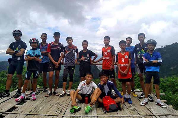 泰国一足球队失踪10日后获救.jpg