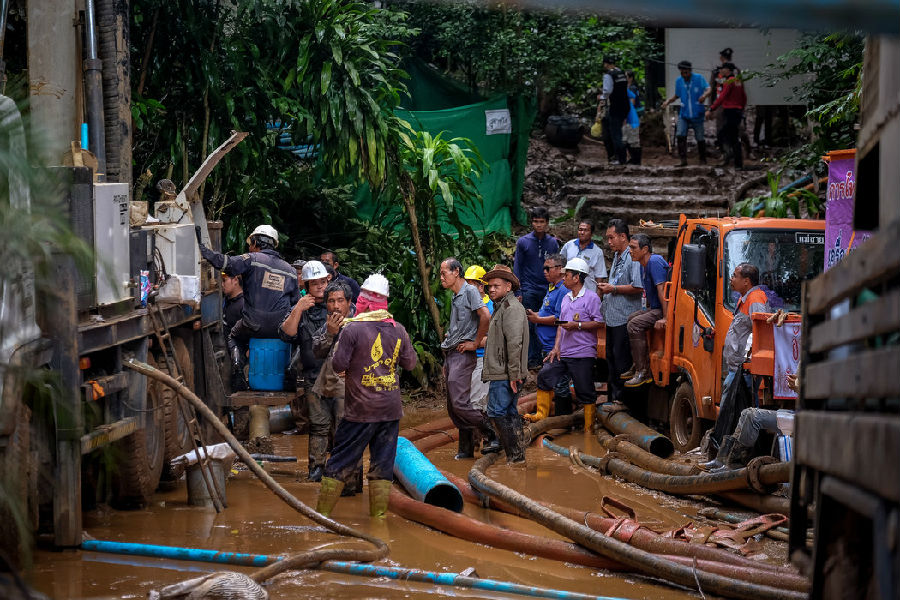 泰国洞穴救援:12名少年被困10天奇迹生还.jpg