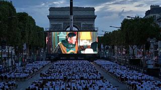 180平米超大屏幕! 巴黎香街变身露天电影院!